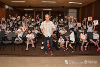 O escritor José Roberto Torero visita os Xaverianos do 2º Ano