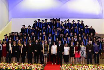 Xaverianos do Ensino Médio celebram a formatura e são homenageados