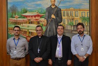 Colégio São Francisco Xavier recebe a visita de Dom Carlos Lema