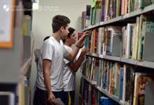 Nos corredores da biblioteca…