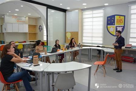 Professores do Programa Bilíngue participam de treinamento