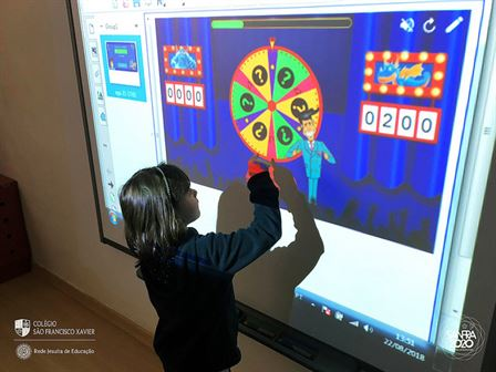 Pré-escola II usa tecnologia para aprender e se divertir