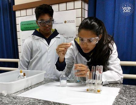 Xaverianos aprendem reações importantes no processo de limpeza da água