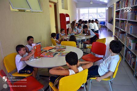 Xaverianos do Período Integral conhecem a biblioteca