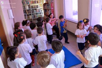Pré-Escola I desvenda os encantos da Biblioteca