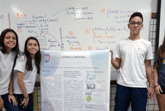 Xaverianos estudam sobre as contribuições da química em diversas áreas