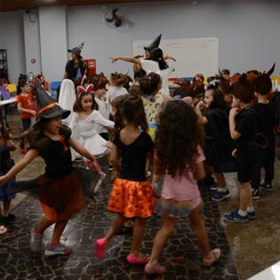 Pré-Escola II e o projeto Bruxa, seus amigos e muitas histórias