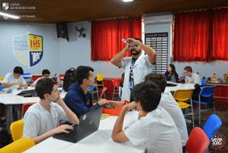 Xaverianos do Ensino Médio desenvolvem materiais pedagógicos na Sala Maker