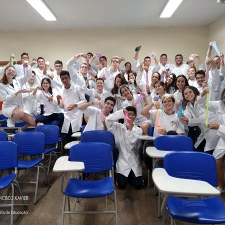 Xaverianos da 3ª série produzem slime no laboratório de Química
