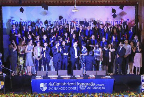 Xaverianos da 3ª série celebram a formatura do Ensino Médio