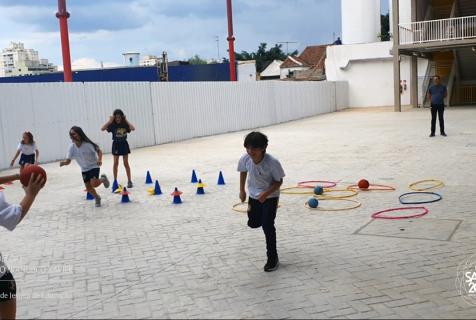 Xaverianos praticam o Jogo da Velha como Ed. Física
