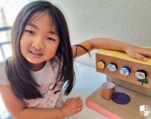 Inglês e sustentabilidade: estudantes aprendem idioma criando brinquedos recicláveis
