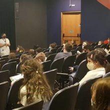 Estudantes do 3° ano conversam com a autora Elisabete da Cruz